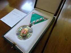 Magyar katona jelvény,dobozon