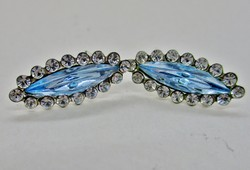 Különleges formájú ezüst fülbevaló kék és fehér kövekkel