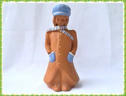 Fábián Zója készítésű nagy méretű kézműves kerámia lány