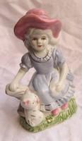 Porcelán figura,kislány cicával, 14,5 cm magas.