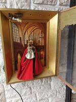 Házioltár világítással viasz Mária szoborral díszített gótikus templom belső