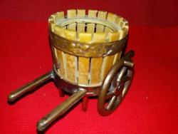 Régi kirándulós szuvenír emléktárgy réz-fa  anyagból mini bor prés BALATON  a képek szerint