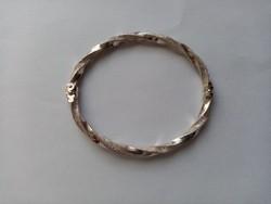 Fémjelzett 925 ezüst csavart karkötő (47)