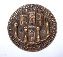 III. Béla esztergomi pecsétnyomója, bronz másolat.