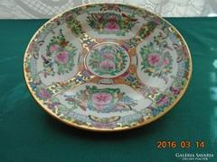 Famille Rose  és aranybrokát mintás kézzel festett kínai tányér-20 cm