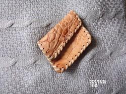 Kis bőr pénztárca kézzel varrott