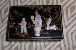 Kínai  domború gyöngyház díszítéssel lakk ékszeres doboz