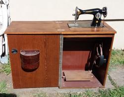 UNION szovjet asztalba rejthető varrógép