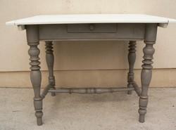 Antik vintage asztal