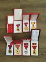 A képeken látható 8 darab kitüntetés egyben