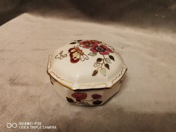 Pillangó és levélmintás Zsolnay bonbonier