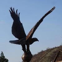 Turul madár bronz szobor