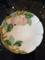 Körmöcbányai majolika tányér, fali tányér. Alma  dísszel