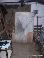 Pince, vagy Kazán -ajtó,- vasból,- 143 cm x 83 cm.