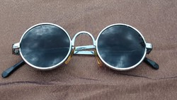 Régi, retró Jonh Lenon stílusú napszemüveg, kb 25 éves!!