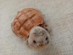 Régi  Szív jelzett kis teknősbéka üveg szemekkel mohair