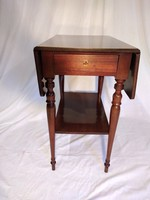 Pembroke asztal