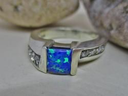 Gyönyörű  iparművész ezüstgyűrű  opállal