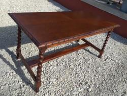 Eladó egy  koloniál dohányzó asztal.. Bútor szép állapotú. Méretei: 108 cm x 53 cm x 51 cm magas.