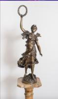 Niké istennő bronz szobra