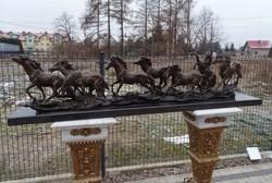 Vágtató lovak - Gigantikus méretű műalkotás