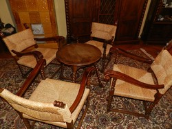 Kolóniál kisasztal 4 db fotellel