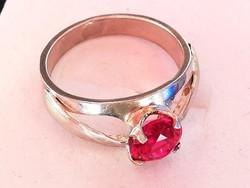 Ezüst gyűrű pink kővel