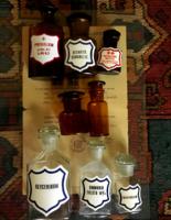 Antik patika-és vegyes üveggyűjtemény