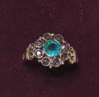 Smaragdos, gyémánt gyűrű