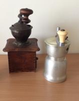 2 db régi kávédaráló