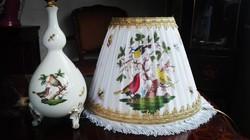 Barokk lábakon álló Herendi Rothschild mintás asztali lámpa