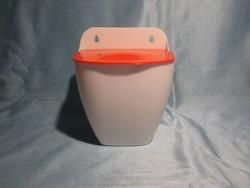 Ritkaság - retro műanyag fali sótartó, fűszertartó