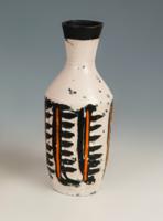 Gorka Lívia - Fehér alapú váza