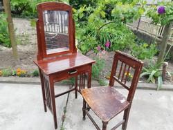 Antik fésülködős asztal székkel