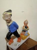 Komlósi kerámia szánkózó fiú és  lányt ábrázoló jelenet.Kézzel festve színes  máz. L-22