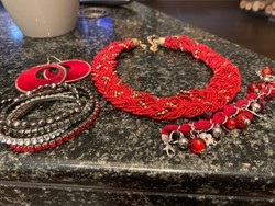 Gyönyörű piros gyöngy nyaklánc 5 db karkötö 1 fülbevaló