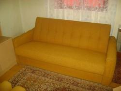Kihúzható kanapé + két darab görgős fotel