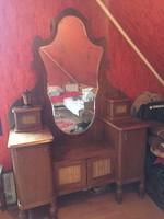 Antik fésülködő szekrény