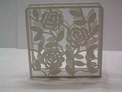 Fehér fém szalvétatartó, virágos