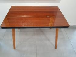 Retro asztalka