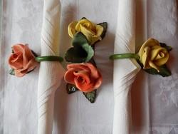 Rózsás kerámia szalvétagyűrű és gyertyatartó