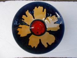 Virág mintás iparművészeti kerámia fali tál, 28,5 cm