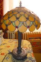 Nagyméretű  Olomüveg (Tiffany technika) lámpa-- magasság 47 cm búra átmérő  30 cm