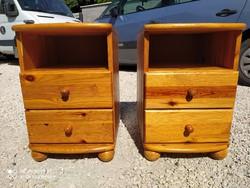 Eladó 2db  2 fiókos CLAUDIA fenyő komód.  Bútor szép , újszerű  állapotú. Méretei: 40cm x 45cm x 60c