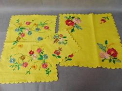 Kézi hímzett gyapjú -filc terítő garnitúra