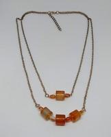 Vörös achát ásvány medálos nyaklánc, 10x10 mm-s és 6x4 mm-s gyöngyökkel