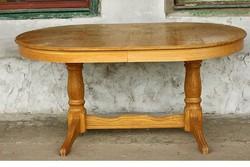 Nagy ovális étkezőasztal asztal esztergált lábbal