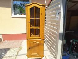 Eladó egy tölgy sarok vitrin. Bútor szép állapotú. Méretei : 70 cm x 43 cm x 190 cm magas. 48 cm x 4