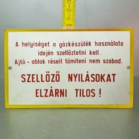 """""""Szellőző nyílásokat elzárni tilos!"""" figyelmeztető fémtábla (1233)"""
