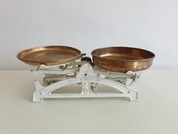 Öntöttvas régi vintage vas mérleg réz tálcákkal